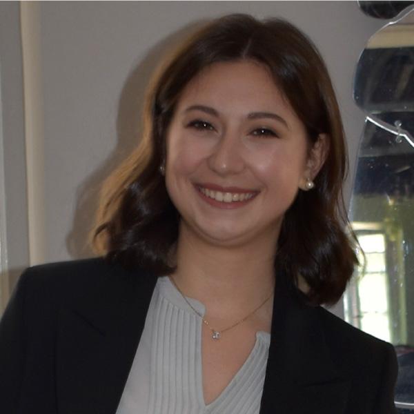"""Prima laureata in """"Management for Business and Economics"""""""
